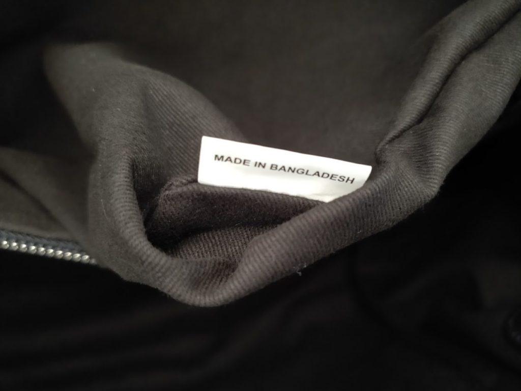 ユニバーサルランゲージイントレチャートバッグの外観中のポケットのタグ