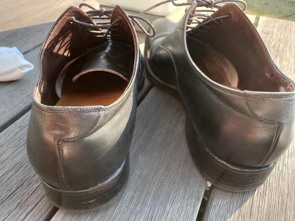 汚れている靴1