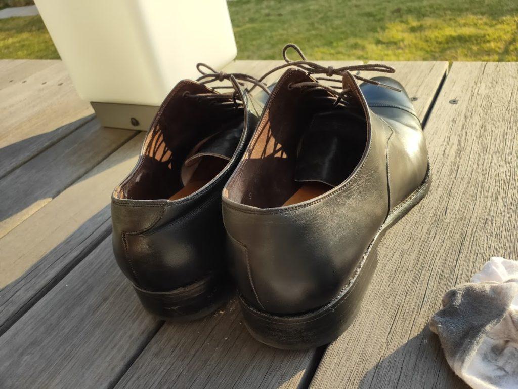 ミンクオイルを靴に塗る2