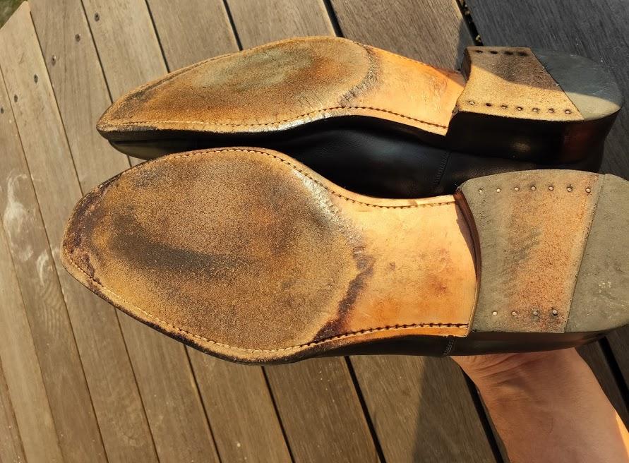 ミンクオイルを靴の裏に塗る1