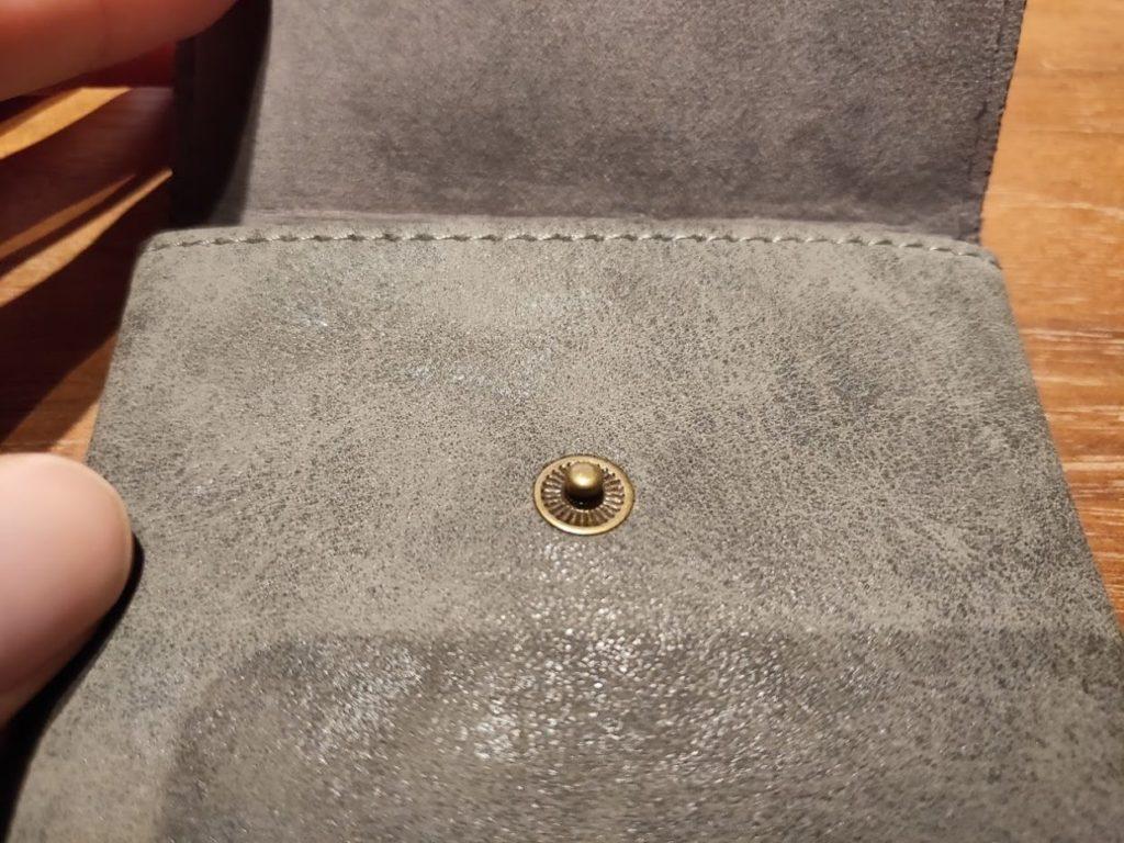 ダイソー財布のボタン受け部