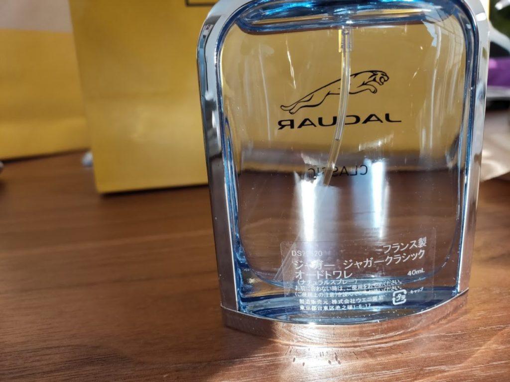 ジャガークラシック香水の瓶の後ろ
