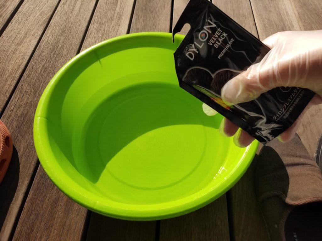 ダイロン黒塗料を塩水に追加
