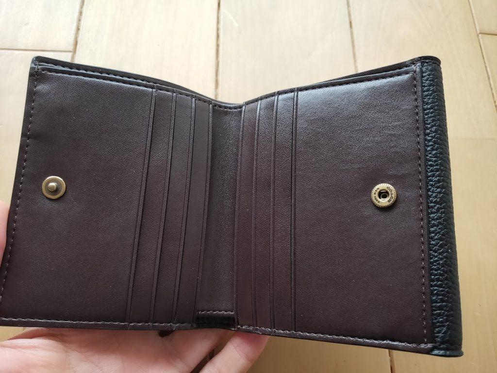 コーチの折りたたみ財布を開いた
