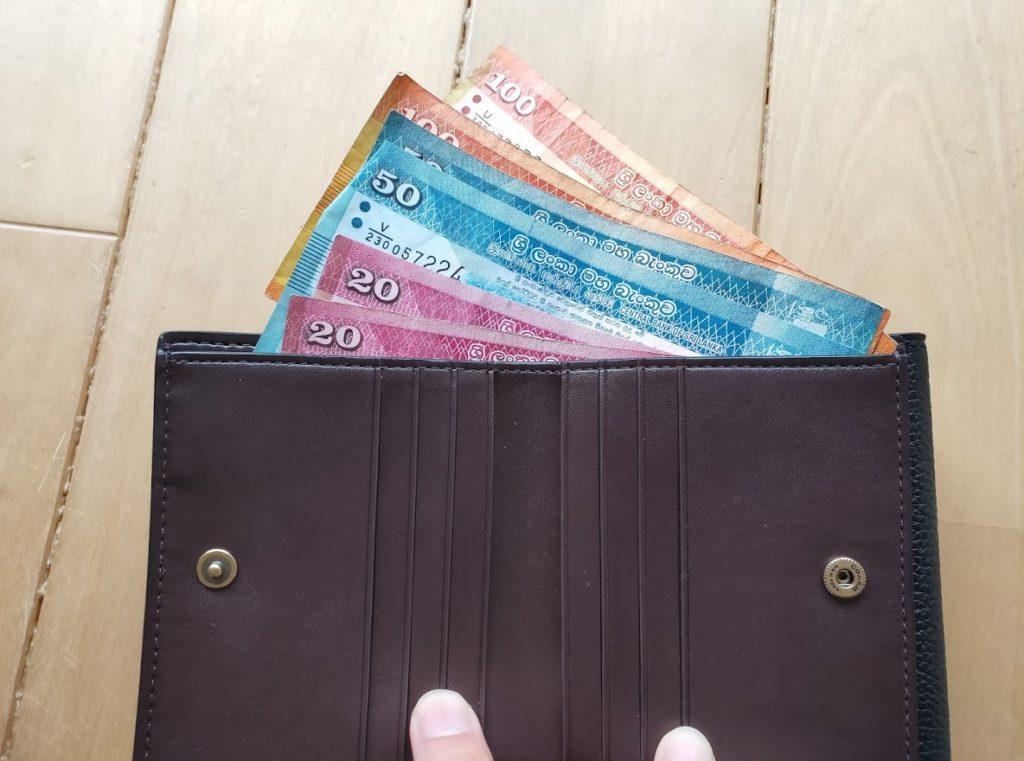 コーチの折りたたみ財布とお札3