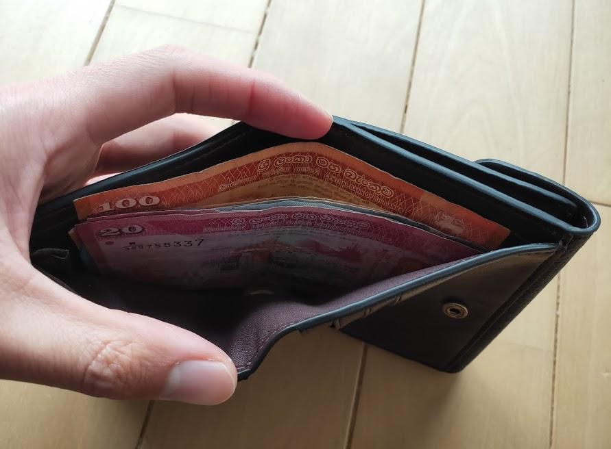 コーチの折りたたみ財布とお札4