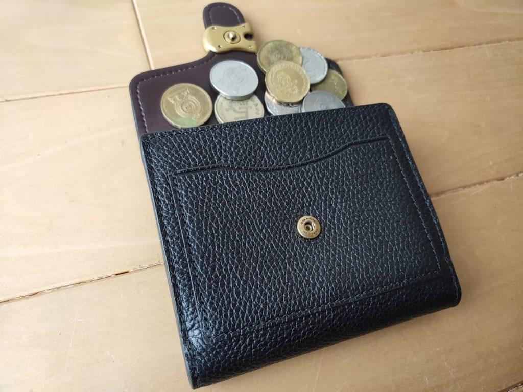 コーチの折りたたみ財布と小銭