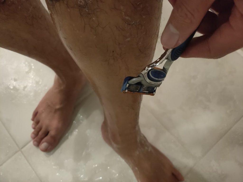 zozomatと足の毛を剃る