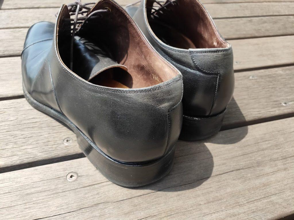 革靴の後ろ塗る前