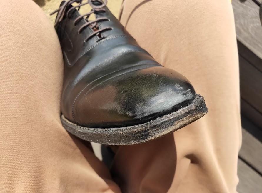 革靴をサンドペーパー500番で削った後