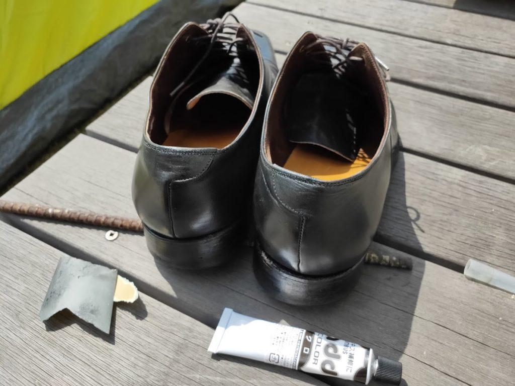 革靴とアドカラーを後ろに塗った