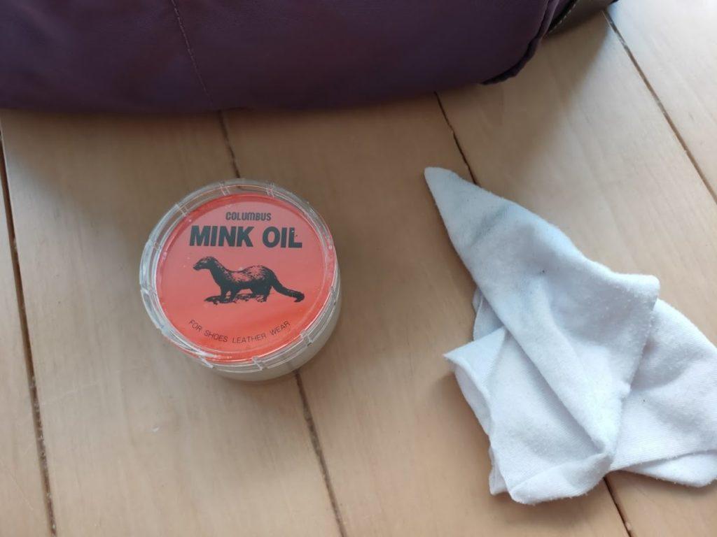 アドカラーでかばんを修正するミンクオイル使用