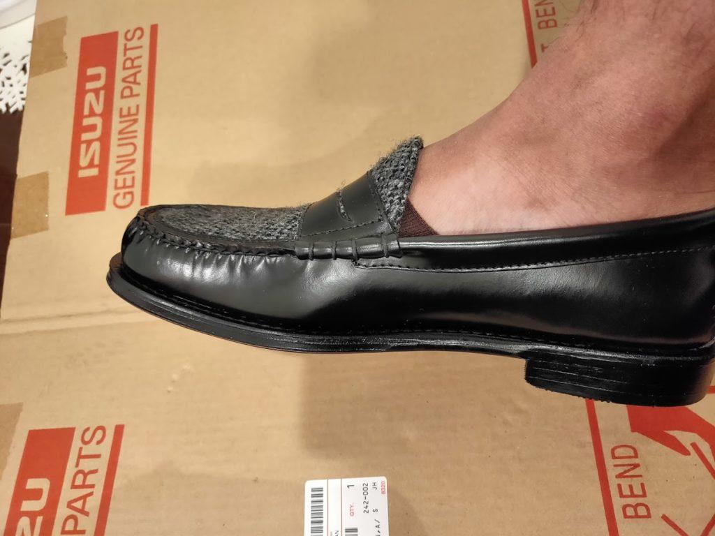 ベリーショートソックスで靴を履く1