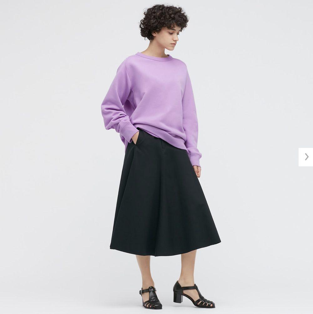 2021年春夏ユニクロUワイドフィットスウェットシャツのモデル2