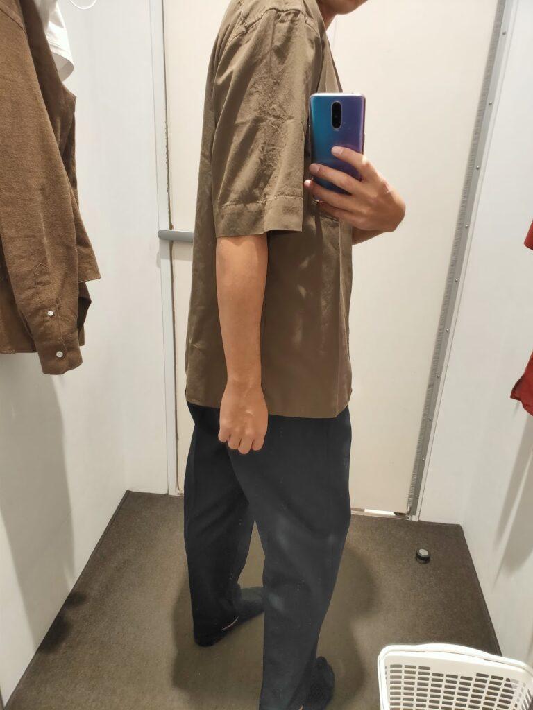 2021年春夏ユニクロUオープンカラーシャツのダークブラウンM後ろ