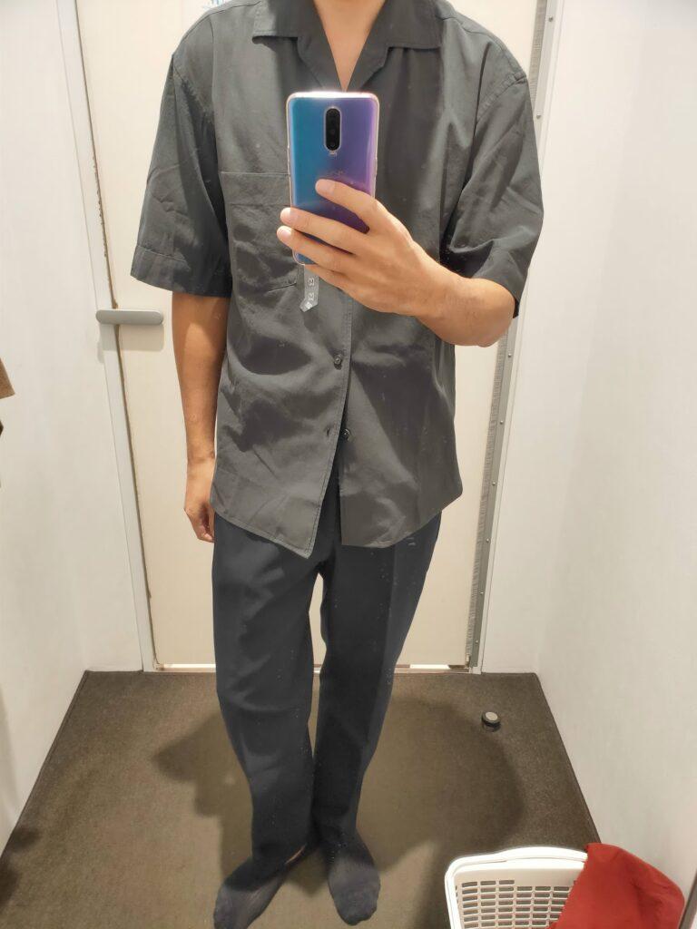 2021年春夏ユニクロUオープンカラーシャツのダークグレーM前